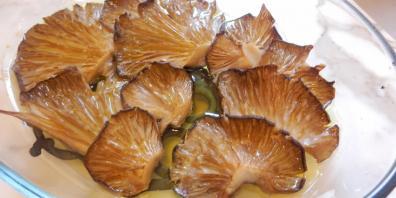 Μανιτάρια πλευρώτους με λεμόνι και σκόρδο